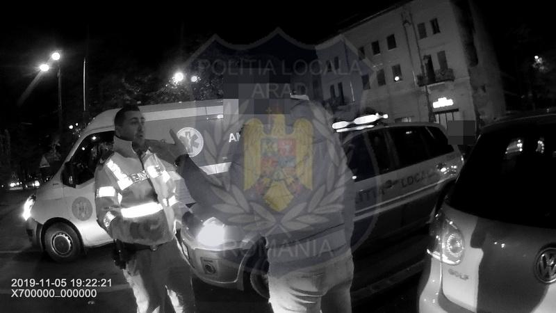 Polițist local acroșat în intersecție de un șofer cu antecedente