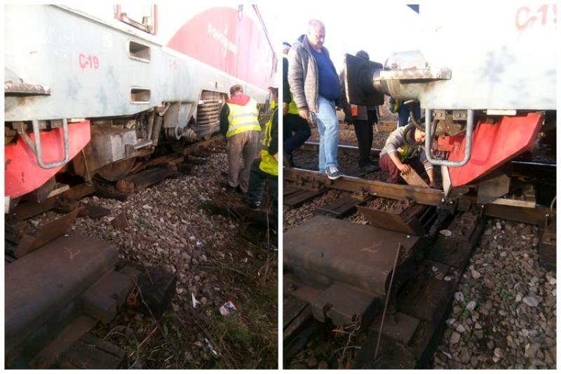Locomotivă deraiată în staţia Bârzava, traficul feroviar a fost întrerupt