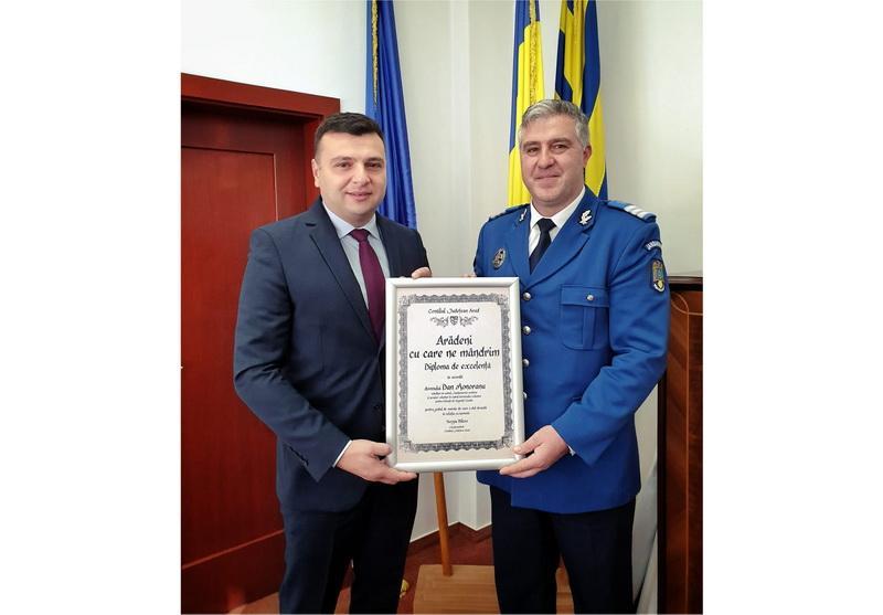 """Diploma """"Arădeni cu care ne mândrim"""" pentru gestul de omenie al pompierului voluntar Dan Monoreanu"""