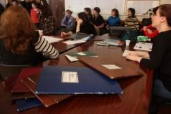 Se cere DESFIINȚAREA gradației de merit: De ani de zile sunt acordate în mare măsura profesorilor care adună hârtii la dosar