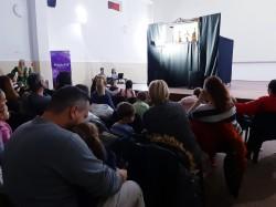 La Cinematograful din Grădiște, copiii au avut parte de surprize alături de trupa de teatru de păpuși NIROS din Arad, prezenți cu piesa Fata Babei și Fata Moșneagului