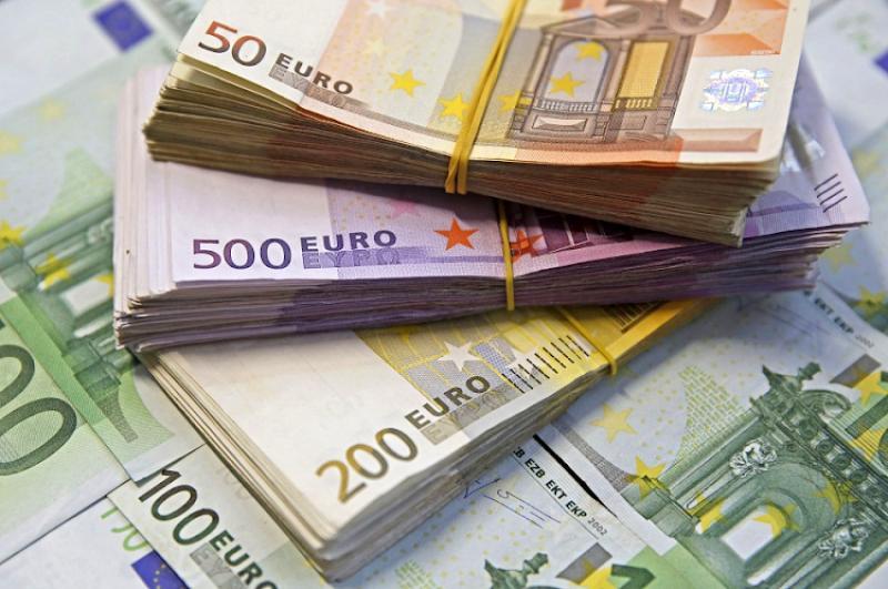 Curs valutar 3 decembrie Ce se întâmplă cu euro