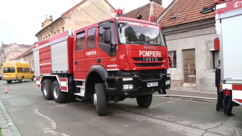 O casă din Arad a fost cuprinsă de flăcări, joi dimineața