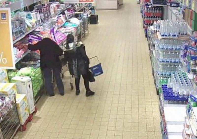 Două femei de 72 și 78 de ani prinse la furat într-un supermarket în Vlaicu