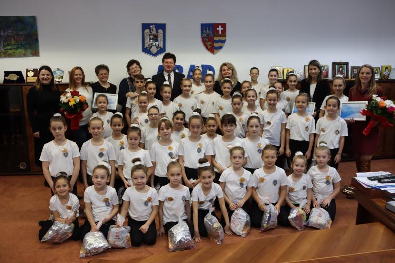 Președintele Iustin Cionca a acordat distincții arădenilor implicați în reabilitarea secției Pediatrie II