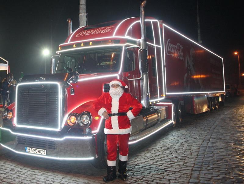 """""""Camionul lui Moș Crăciun"""" restricționează traficul la kilometrul 0"""