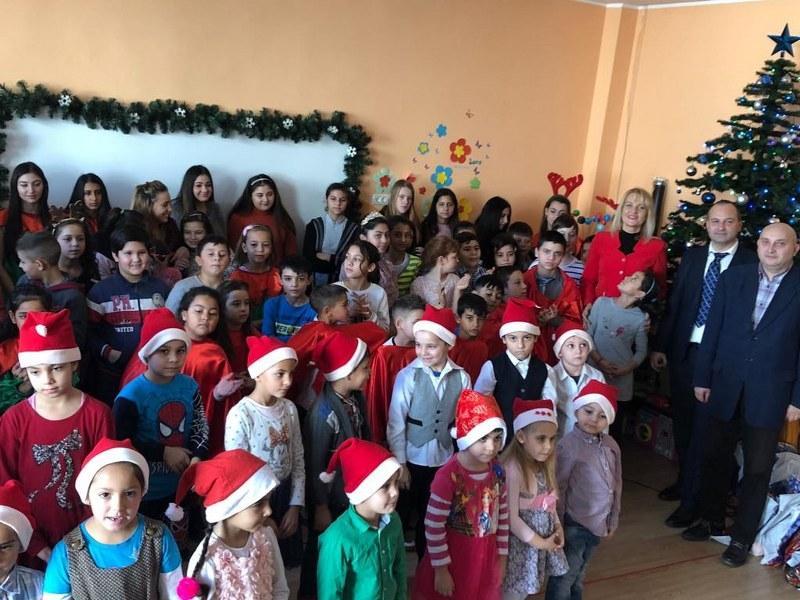 """Universitatea de Vest """"Vasile Goldiș"""" şi D.A.S. alături de copiii de la Complex """"Curcubeu"""""""