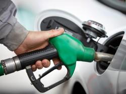 VEȘTI bune pentru șoferi ! Cu cât se va ieftini carburantul