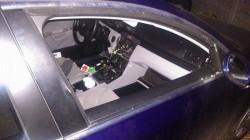 Doi minori prinși în flagrand în Micălaca în timp ce spărgeau geamul unui autoturism