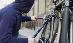 Hoț prins de polițiștii locali, în timp ce fura o bicicletă de pe Bulevardul Revoluției