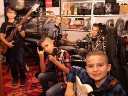 Uniți de aceeași pasiune-Viitorul sună rock-54U (Five 4 You)