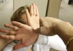 Femeie din Arad, bătută de fiul ei în vârstă de 20 de ani și de fostul ei soț