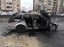 O mașină a luat foc în Ajun de Crăciun, pe Calea Aurel Vlaicu