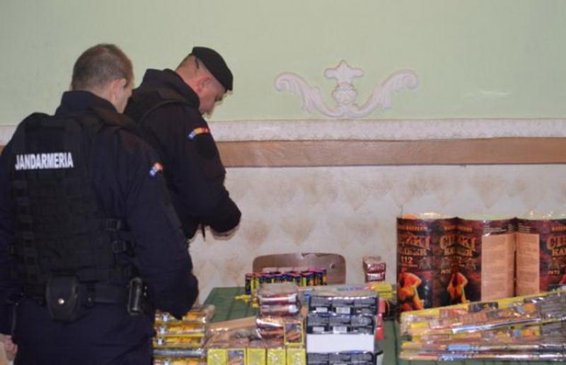 Jandarmii au mai saltat patru indivizi care vindeau ţigări netimbrate şi petarde