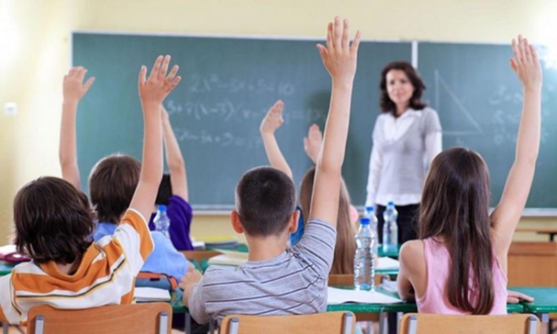 Două creşteri salariale prevăzute în acest an pentru profesori