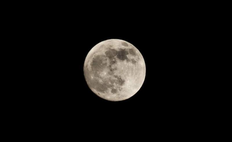 Eclipsă specială vineri seara. Luna Lupului, vizibilă de pe teritoriul României
