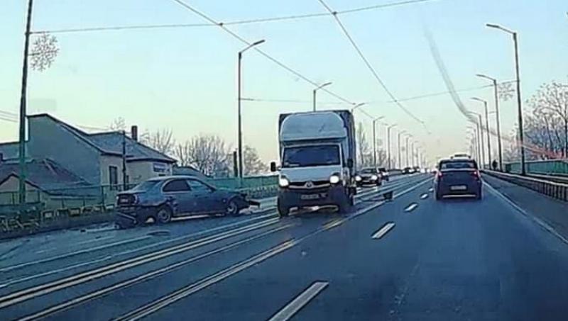 Accident pe podul de la Grădiște. Pe locul lin nu poți face asta decât cu un BMW