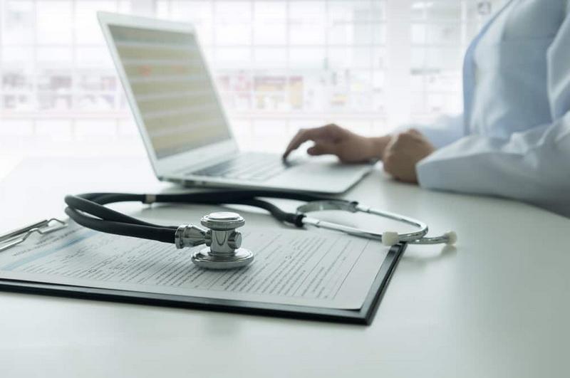 Se schimbă regulile de acordare a concediului medical?