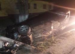 S-a răsturnat cu  maşina în şanţ şi a părăsit locul accidentului