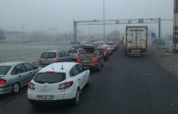 Cozi de zeci de mașini la ieşirea din ţară! Vezi timpii de aşteptare şi punctele de trecere cele mai aglomerate