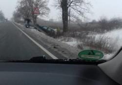 Accident cu șofer beat ajuns cu mașina în șanț