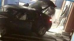 Noi imagini de la furtul bancomatului. Hoții au încercat să îl smulgă cu un BMW X6!