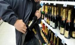A furat șampanie de 1.600 de lei de pe Banu Mărăcine