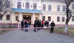 Mai mulţi membri USR decât părinţi la protestul eşuat de la Liceul German