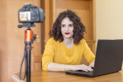 Cum poti deveni influencer la un studio de videochat cu renume?