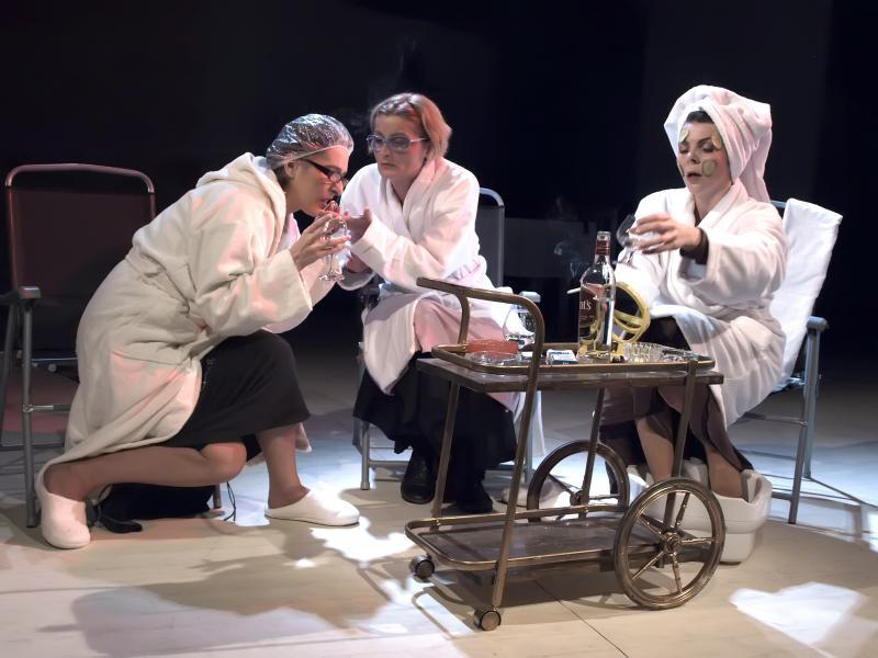 """Tentații teatrale în prag de primăvară. Care este programul lunii martie la Teatrul Clasic ,,Ioan Slavici"""" Arad"""