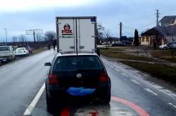 Trafic BLOCAT pe drumul Arad-Zimand. Un Tir s-a răsturnat în șanț