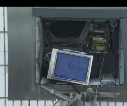 Încă un bancomat aruncat în aer în Arad! De această dată hoţii au reuşit să dispară cu banii!