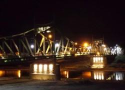 BREAKING NEWS! Un bărbat vrea să se arunce de pe podul Traian