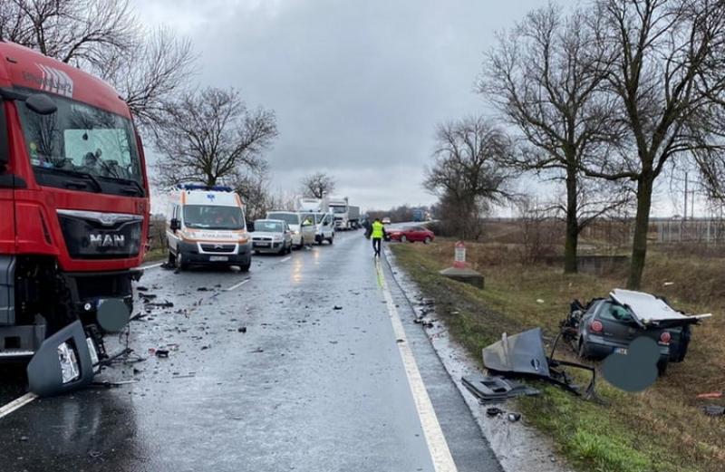 Grav accident pe DN7 lângă domeniul Lupaş! Şoferul extras din autotursim în stare de inconştienţă!