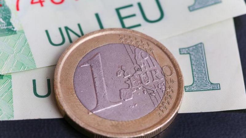 Coronavirus aduce un nou maxim istoric pentru Euro în prima zi de stare de urgenţă