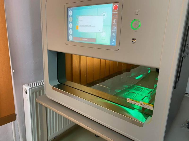 Aparatul de testare pentru coronavirus sosit noaptea trecută în Arad este instalat! Al treilea aparat pentru testare este aşteptat săptămâna viitoare!