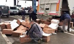 Lovitură pentru traficul de ţigări. Peste 35.000 de pachete cu ţigări de contrabandă, descoperite ascunse într-un automarfar la P.T.F. Nădlac II