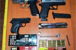 Polițiștii arădeni au confiscat peste 130 de arme și 900 de kg de articole pirotehnice