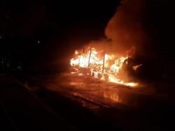 Un TIR a luat foc joi noaptea, în Zona Industrială din Arad