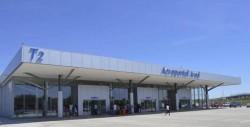 Doi angajaţi ai Aeroportului Arad au ajuns la spital dpă ce au umflat un pneu de tractor cu pompa maşinii de pompieri