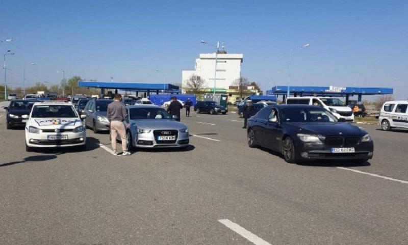 Românii care se întorc în ţară continua să aglomereze Vama Nădlac. Peste trei ore timpul de aşteptare în Nădlac 1
