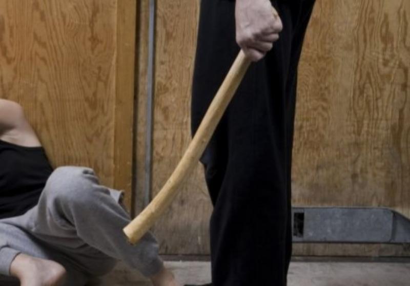 Un bărbat din Nădlac și-a bătut nevasta cu un băț de lemn