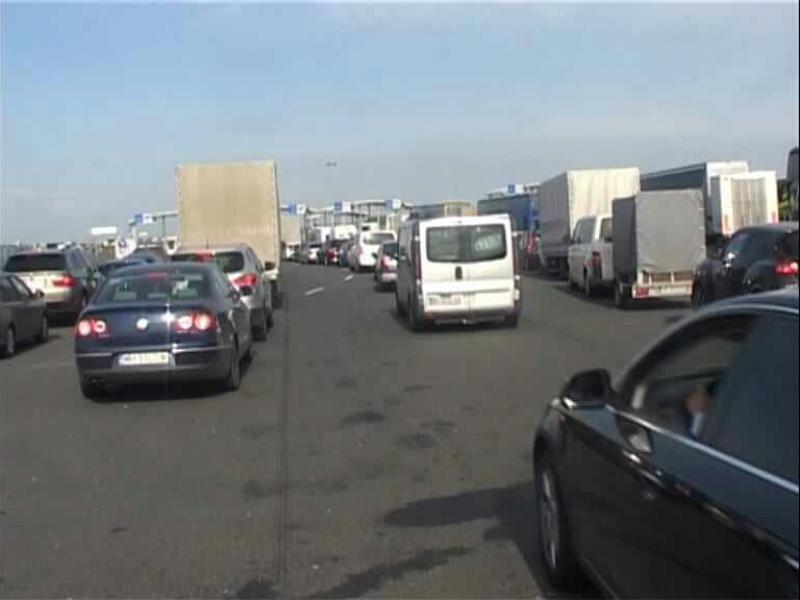 Mii de români au intrat în ţară în ultimele 24 de ore prin punctele de trecere a frontierei cu Ungaria