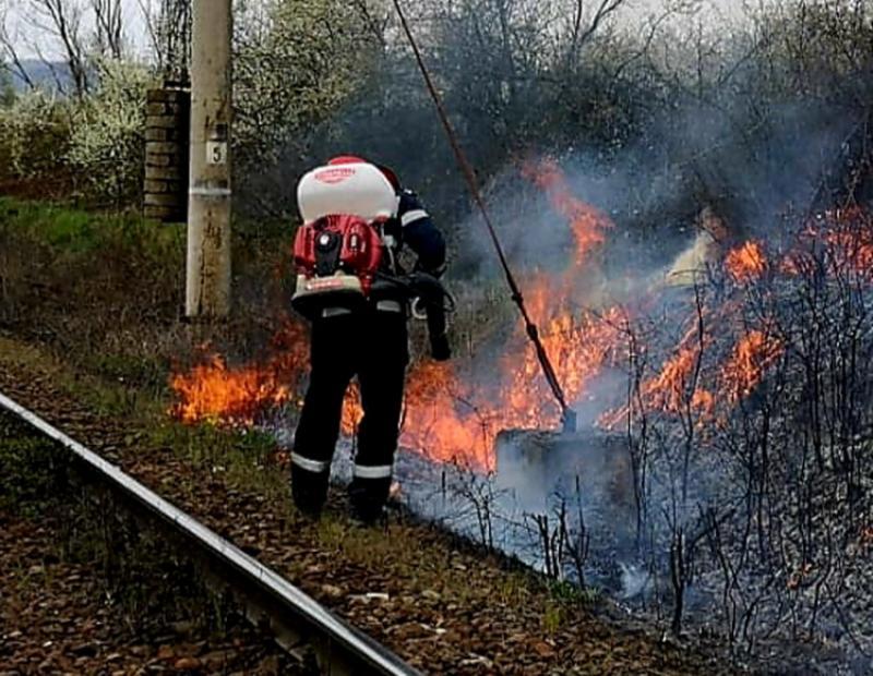 Șase incendii în ultimele 24 ore au necesitat intervenția pompierilor arădeni