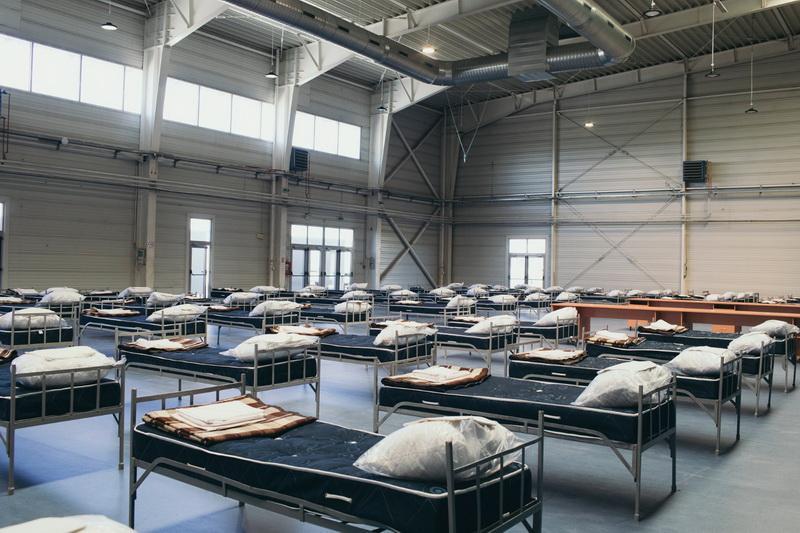 Spitalul de campanie de la Expo este predat medicilor, să speram că nu vom avea nevoie de el