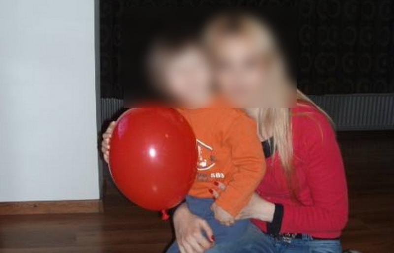 Crimă oribilă în Micălaca. O mamă de 44 de ani este bănuită că i-a tăiatul gâtul copilului cu un cuţit