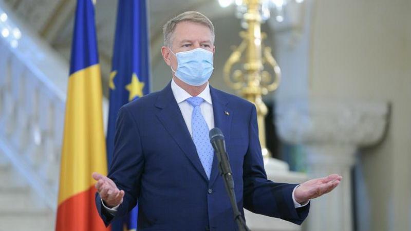 Deşi vom putea circula după 15 mai fără declaraţie, masca va fi obligatorie în locurile publice închise