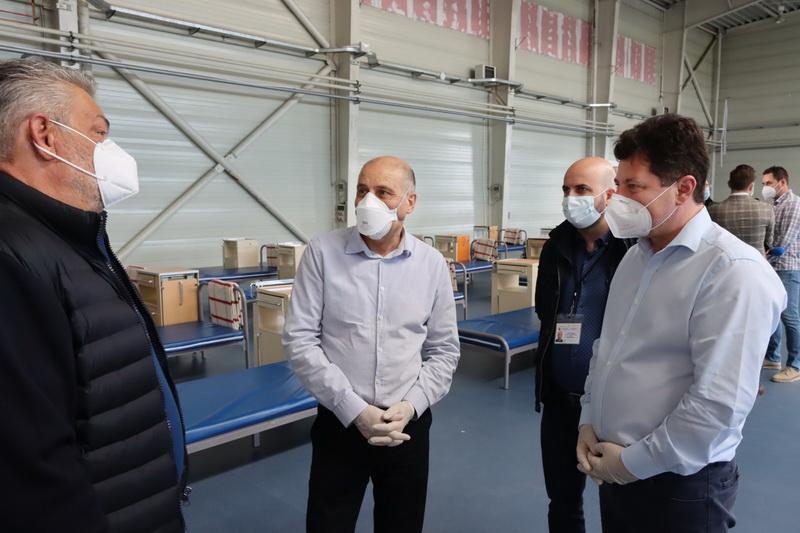 """Doctorul Virgil Musta în vizită la Spitalul de Campanie de la Expo: """"frumos surprins"""""""