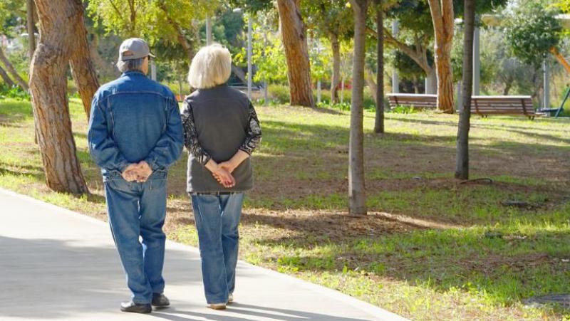 Vârstnicii vor putea ieși din case de două ori pe zi