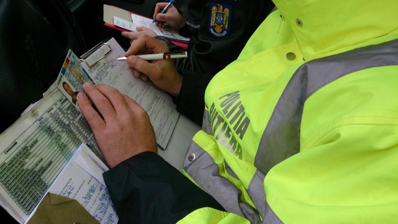 Dosare penale pentru mai mulți șoferi. AFLĂ ce nereguli au găsit polițiștii